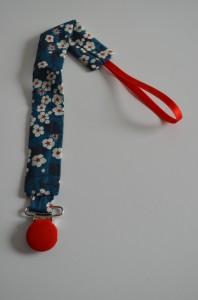 Attache tétines dans Petits petons, grandes créations dsc_0189-198x300